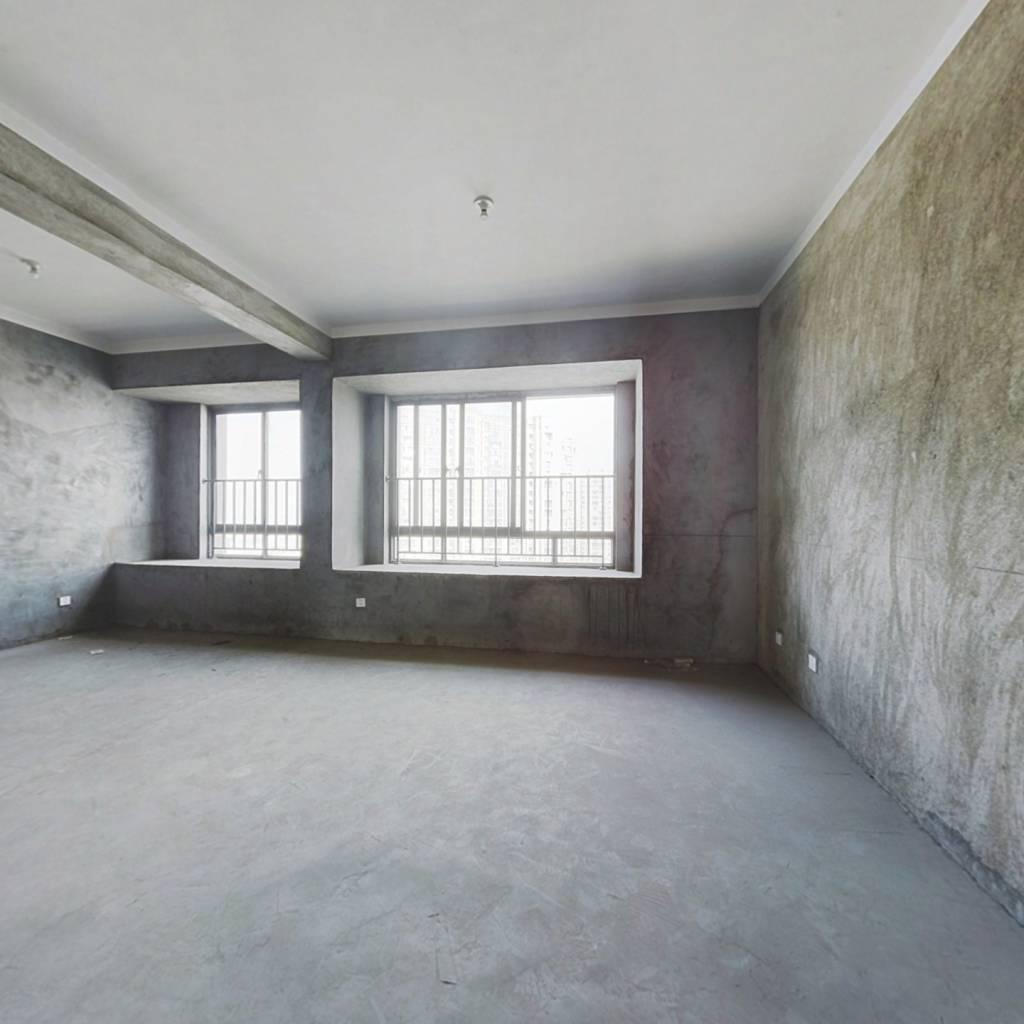 大三房,户型方正,看房方便,诚心出售,随时签约