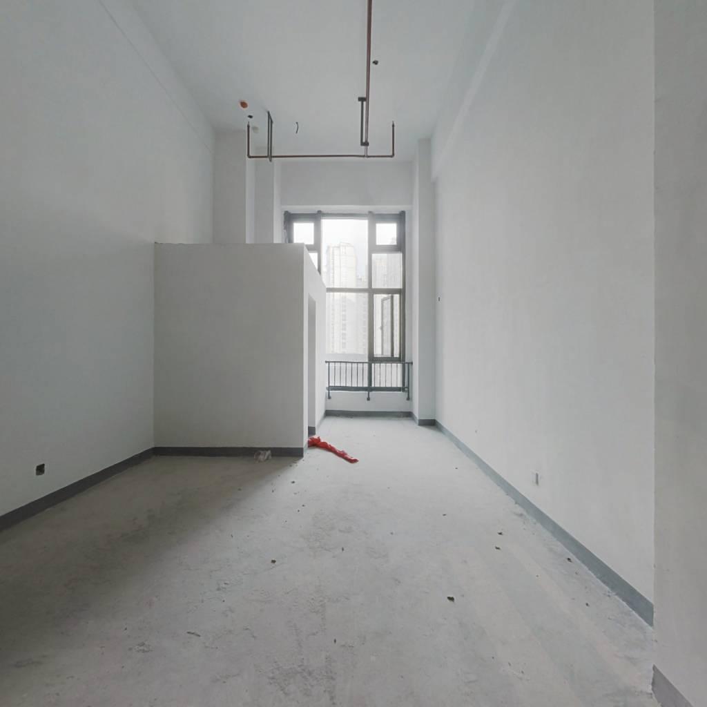 立体城 LOFT公寓楼  东边间 交通便利