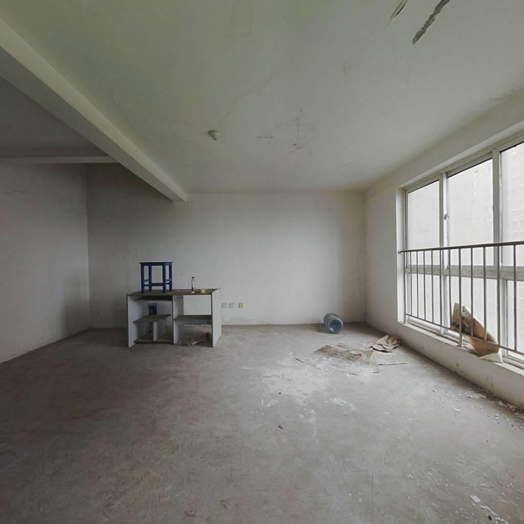 爱尚泾渭,环境优雅,中间楼层大三室