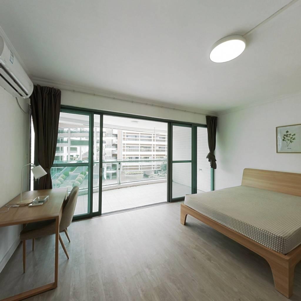 合租·华南新城 4室1厅 西南卧室图