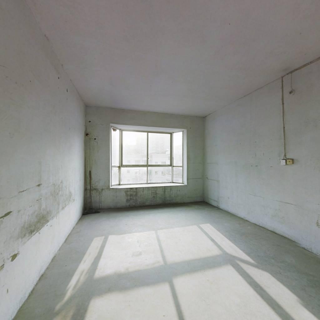 此房两室一厅一厨一卫,清水,价格比较实