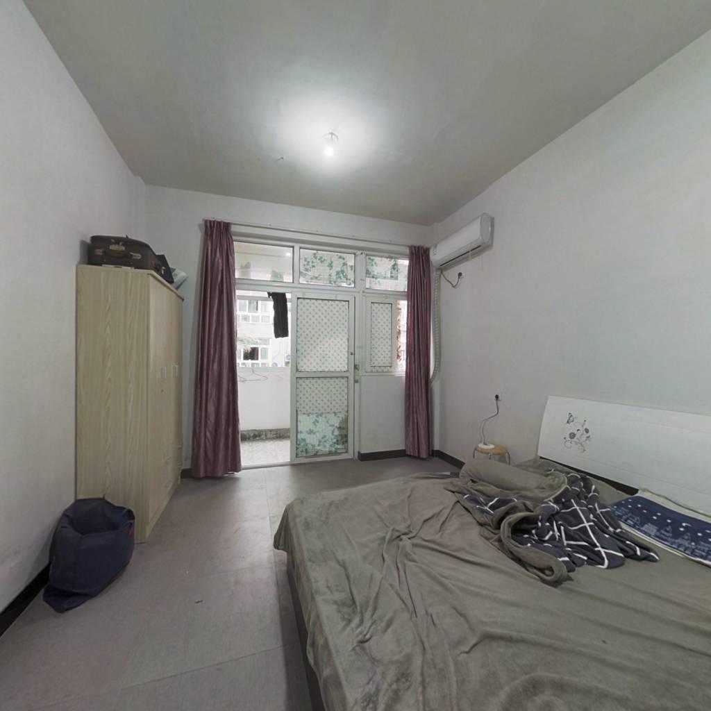 望海公寓   大面积 户型好 楼层好