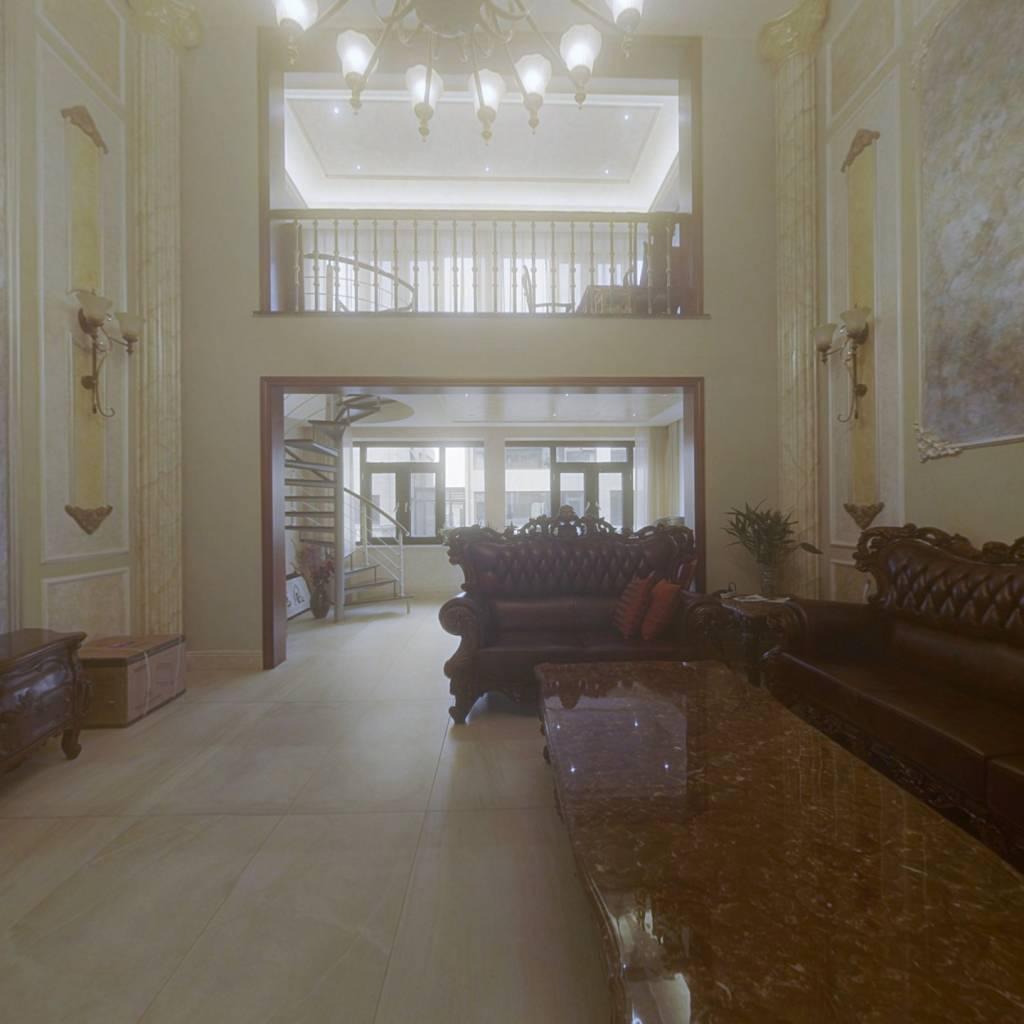 惠太雅苑 3室4厅 南 北