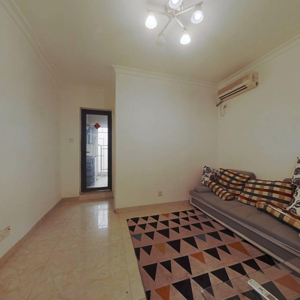 一房一厅端头位,满五年精装修,带阳台通燃气 钥匙房