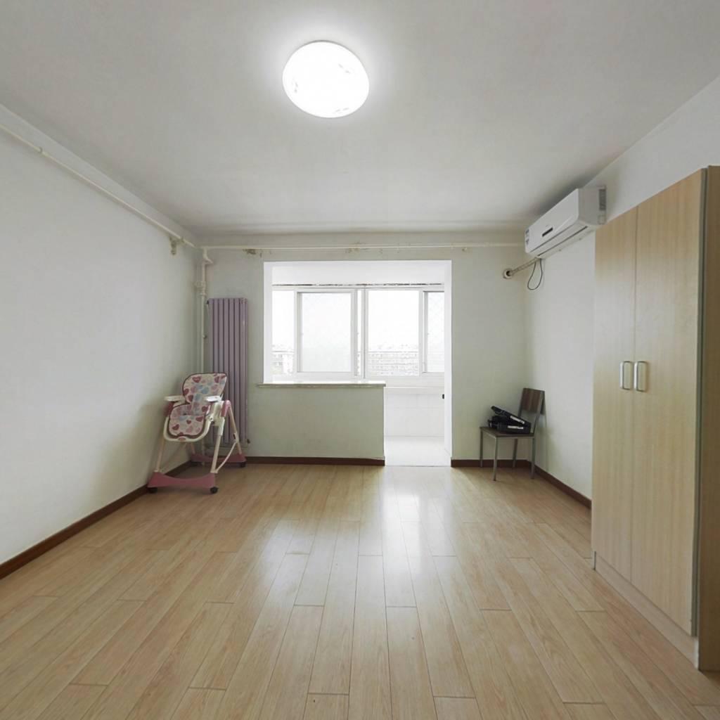 客厅有窗户两居室,税费少,  南北两居