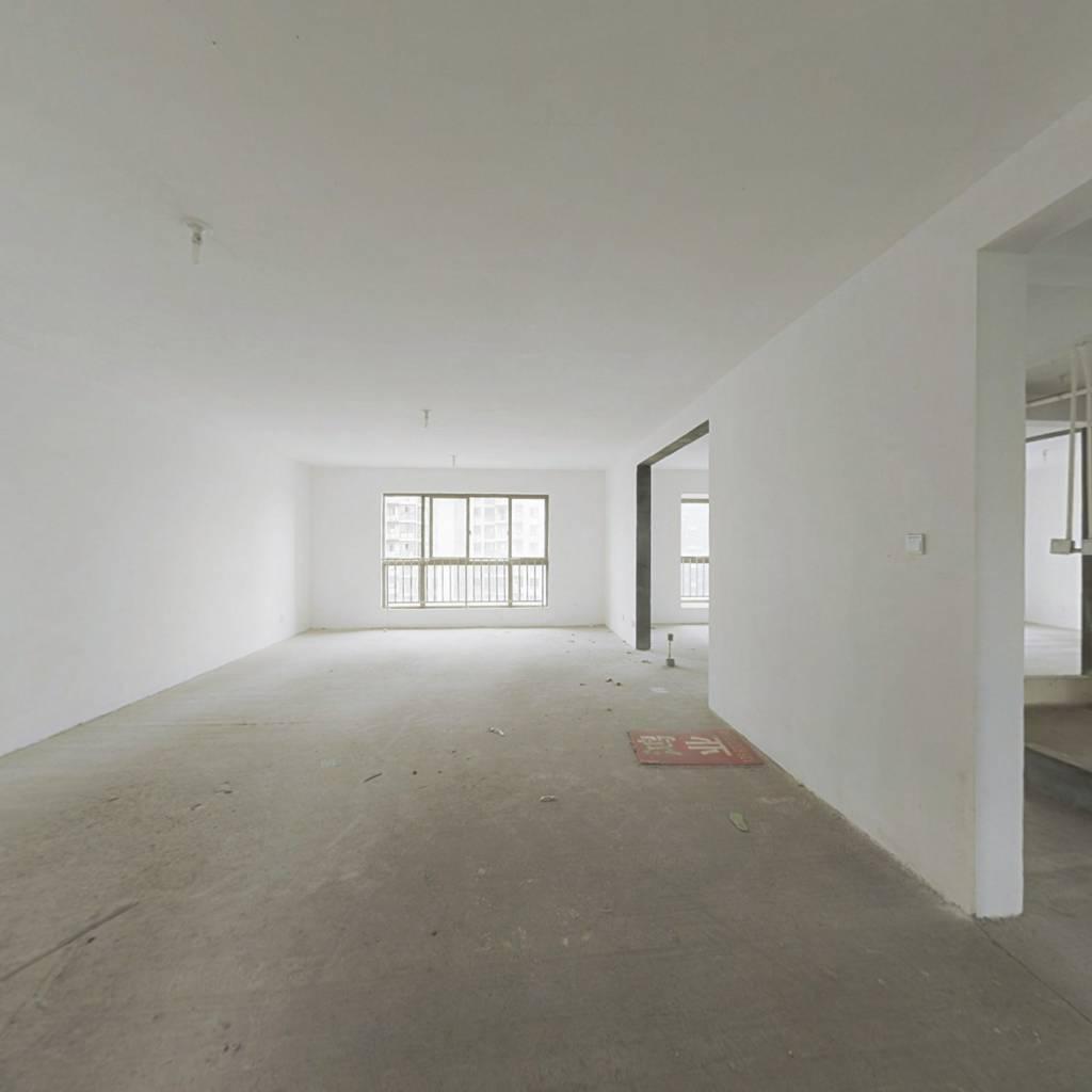 大平层三房 超大花园 商品房的价格  别墅的舒适