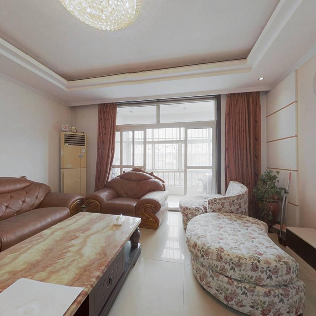 沂州阳光花园 室两厅两卫 采光充足 185平带车库