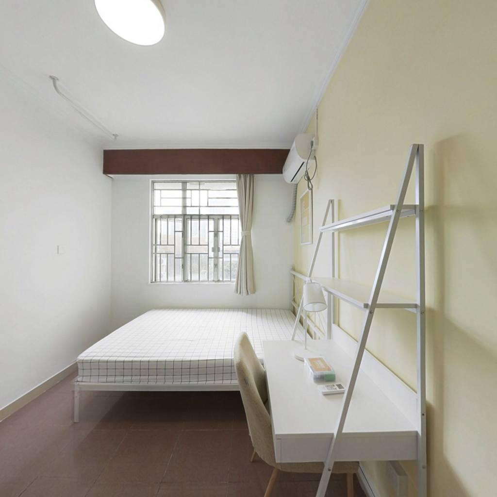 合租·翠华花园 5室1厅 南卧室图