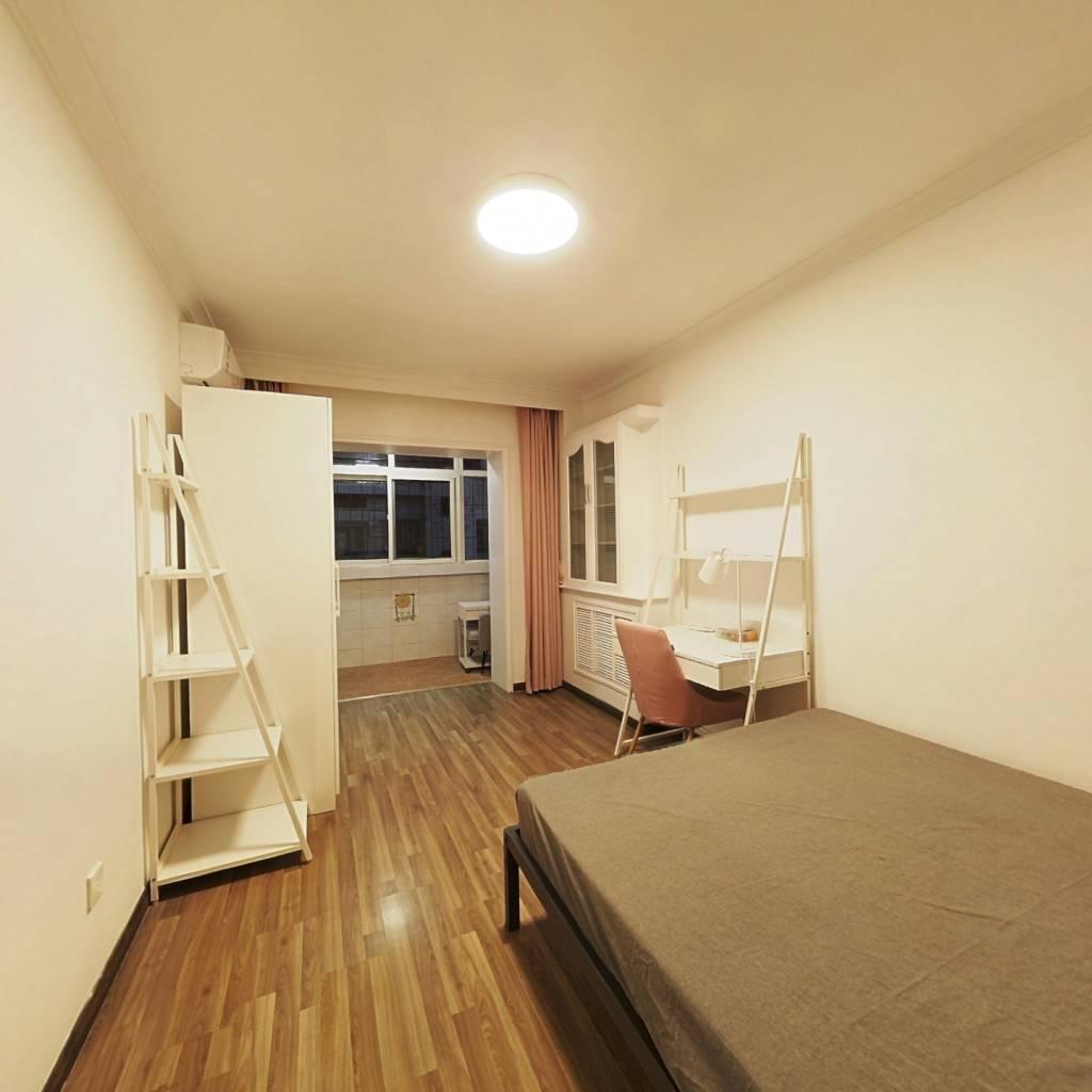 合租·龙禧园 3室1厅 北卧室图