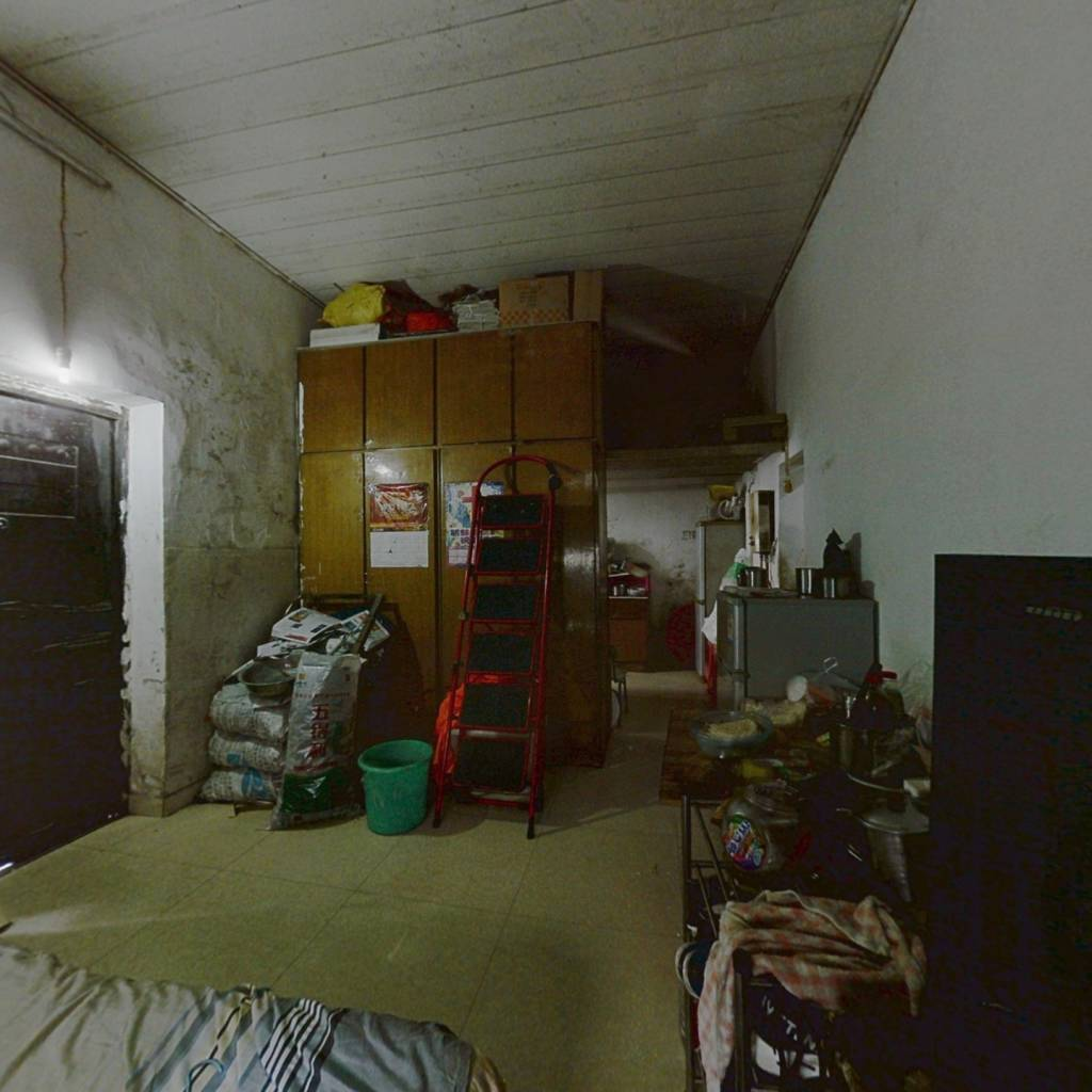 老城区江东住宅小区低楼层。。。。