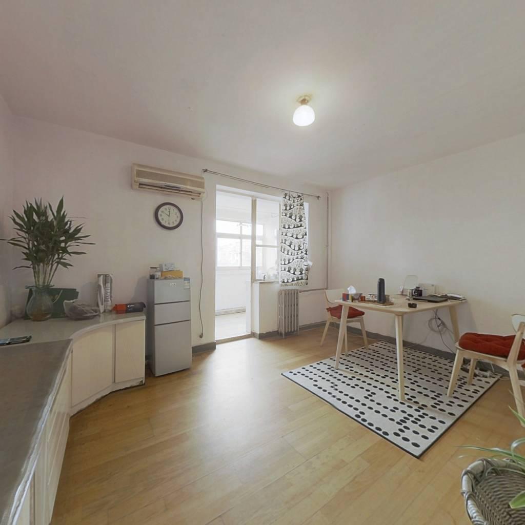 诚售大一居,户型方正无浪费,价格可以谈,看房方便