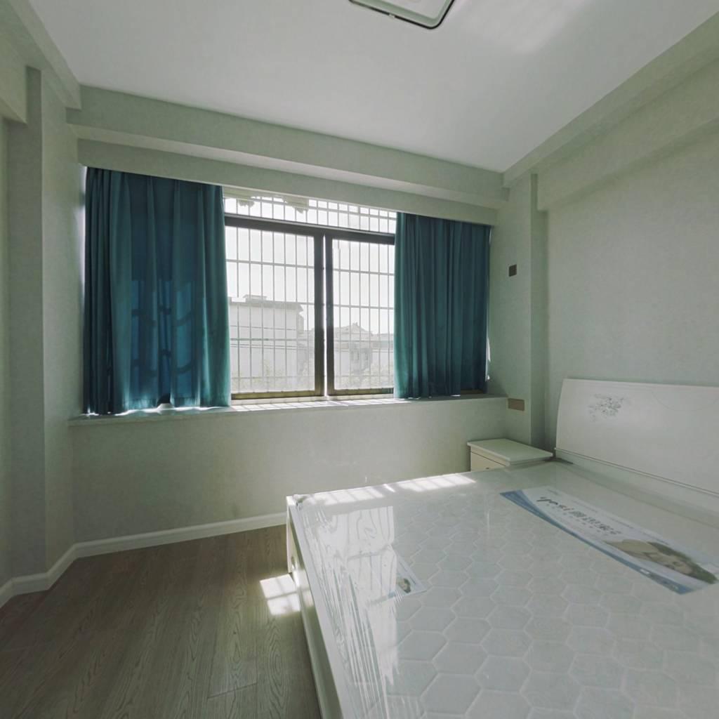 时代先锋公寓全新精装修房子 房东诚意出售