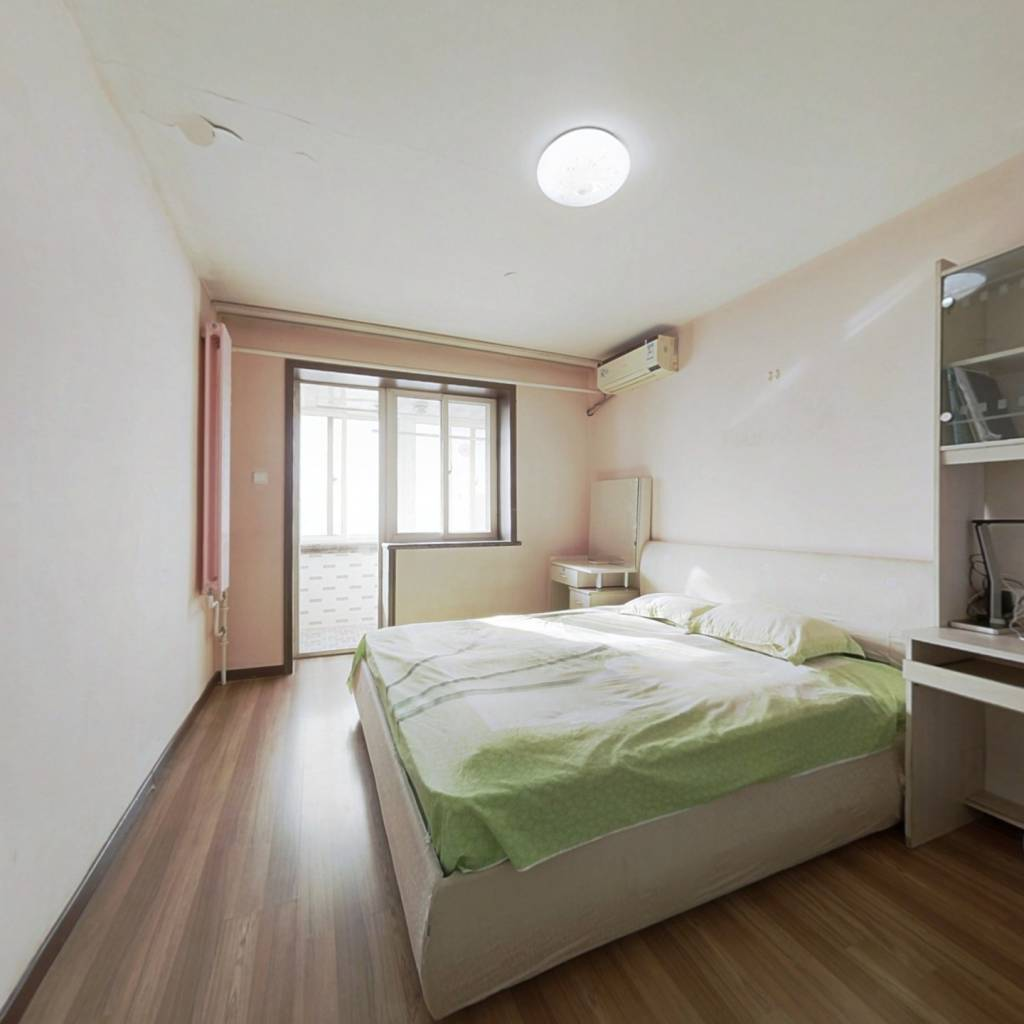 牡丹园南向一居室,带有客厅,视野和采光都非常棒。