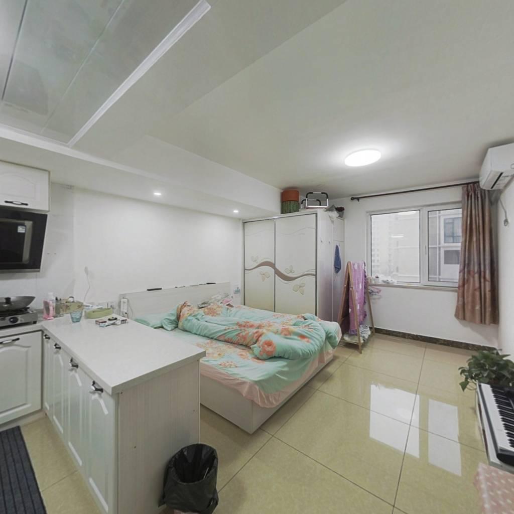 派顿广场小公寓  精装修 好楼层 诚心出售