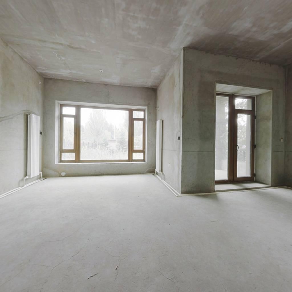 盛和天下联排别墅边户 四层带地下 带车位 可贷款