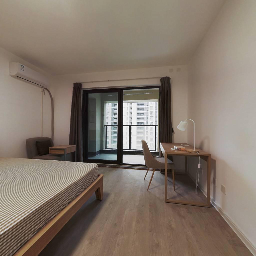 合租·龙湖水晶郦城 5室1厅 南卧室图