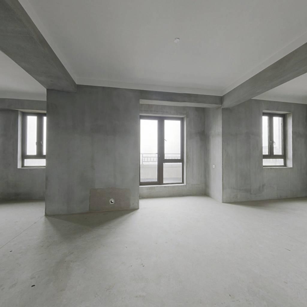 此房在印象城 ,户型佳,新小区环境好