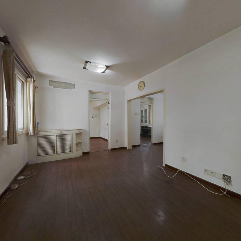 海淀中楼层三居室全明格局,业主诚意出售