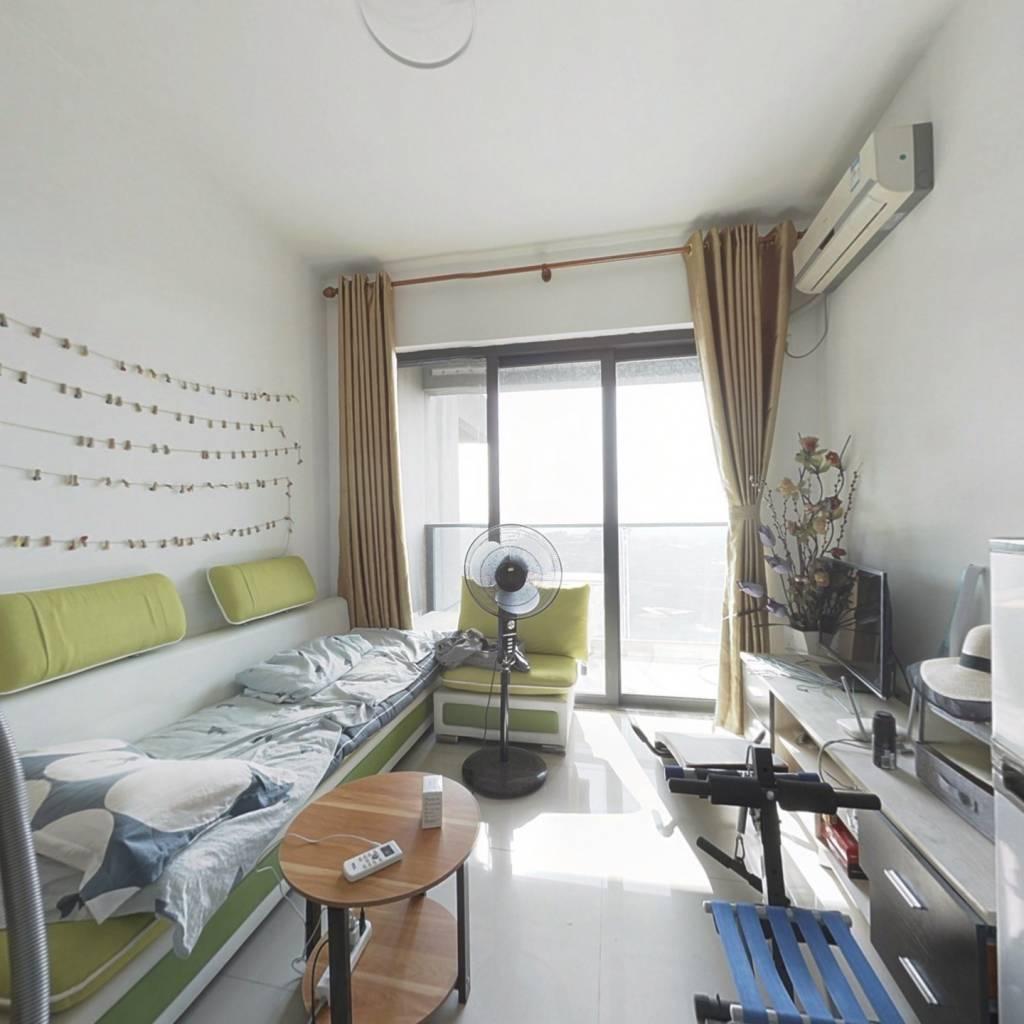 此房楼层好,视野开阔,装修精美,拎包入住。