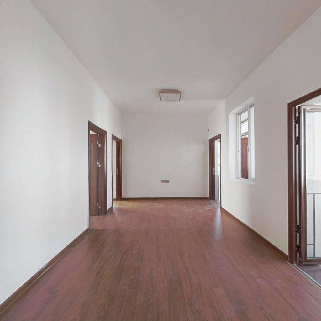 十七小宿舍 东北朝向三居室 中高楼层 精装空闲