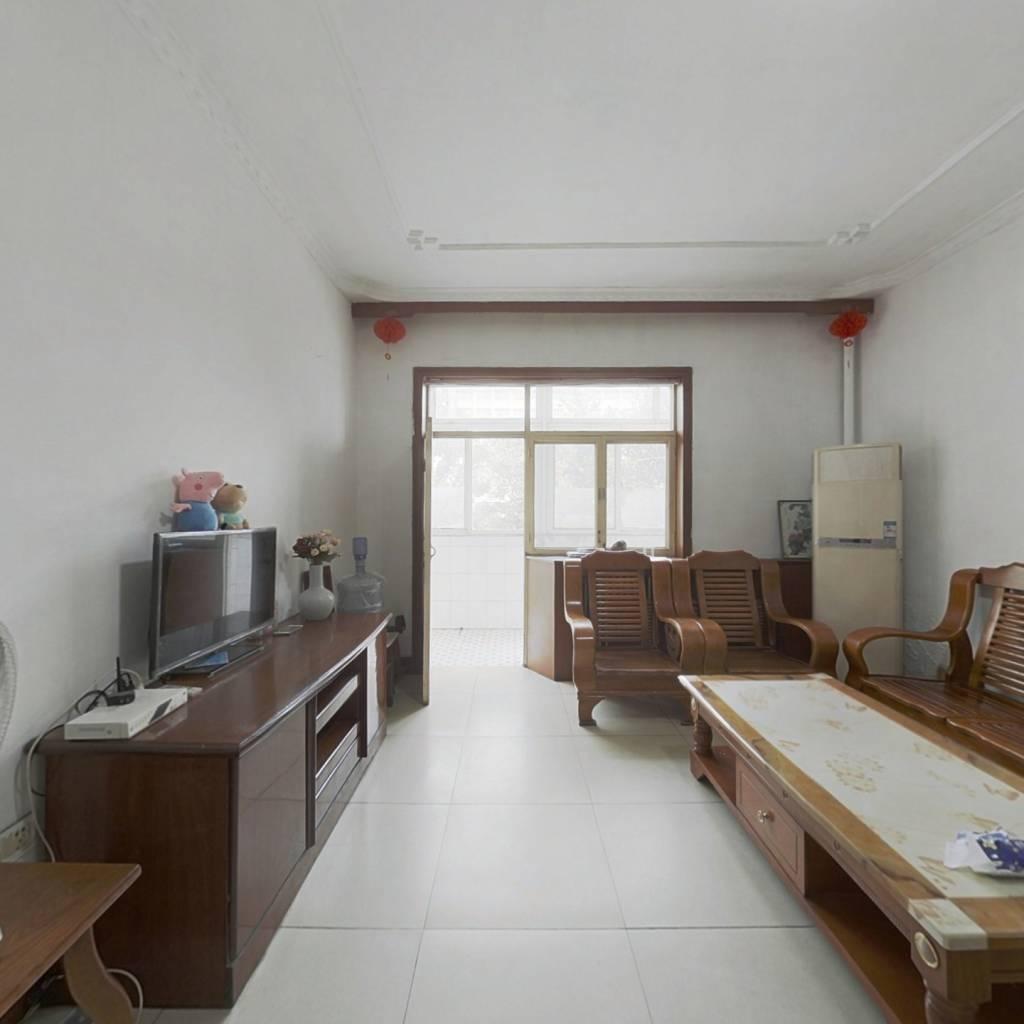 木糖醇宿舍 3室1厅 南