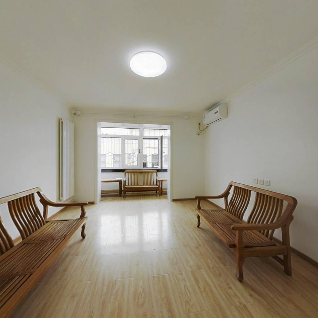 南北通透两居室 中间楼层  精装修  看房方便