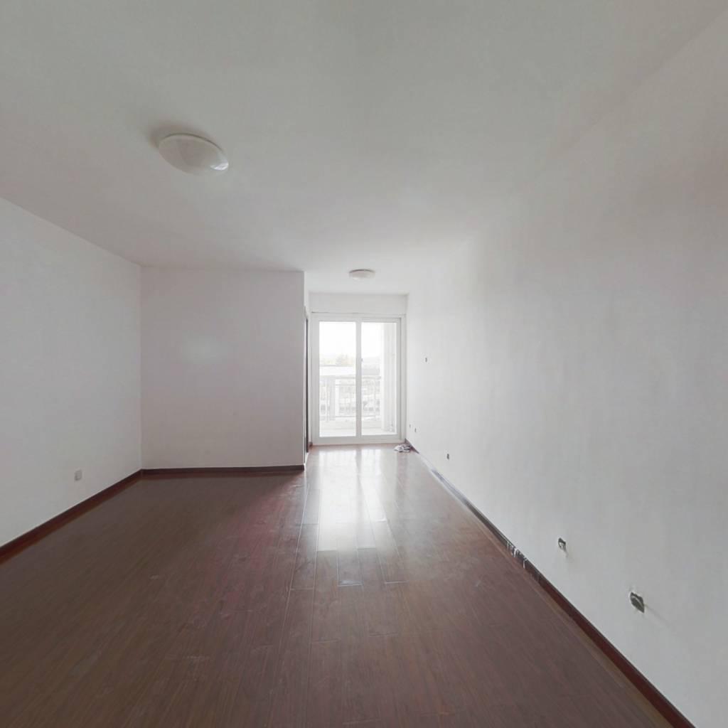 博展财府精装一室一厅小公寓白菜价出售