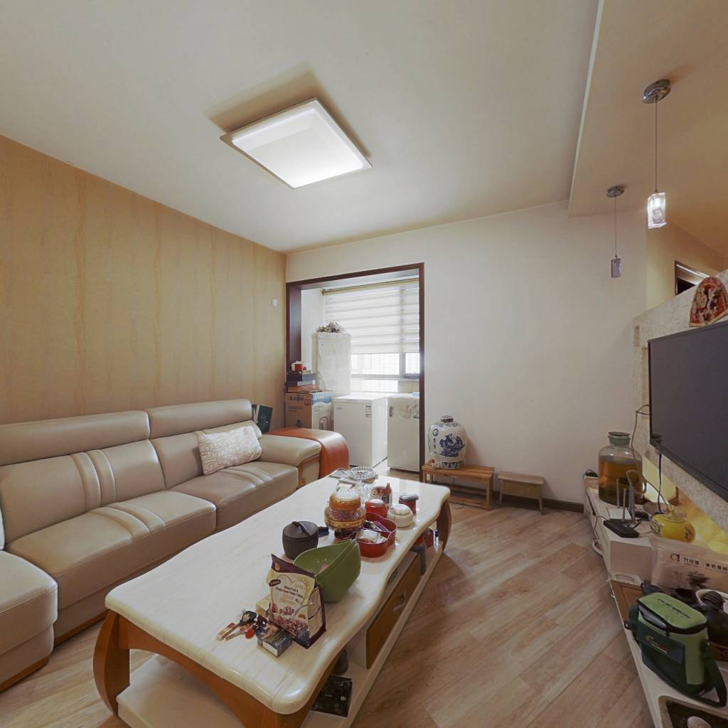 房子精装修,保持很好,可以拎包入住。