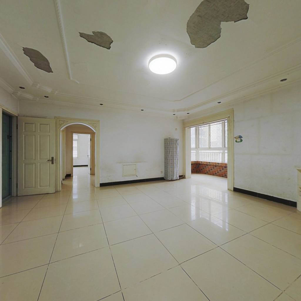 精装修三居室双位满五年唯一的房子