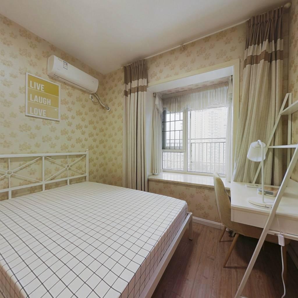 合租·水岸华庭 4室1厅 东北卧室图