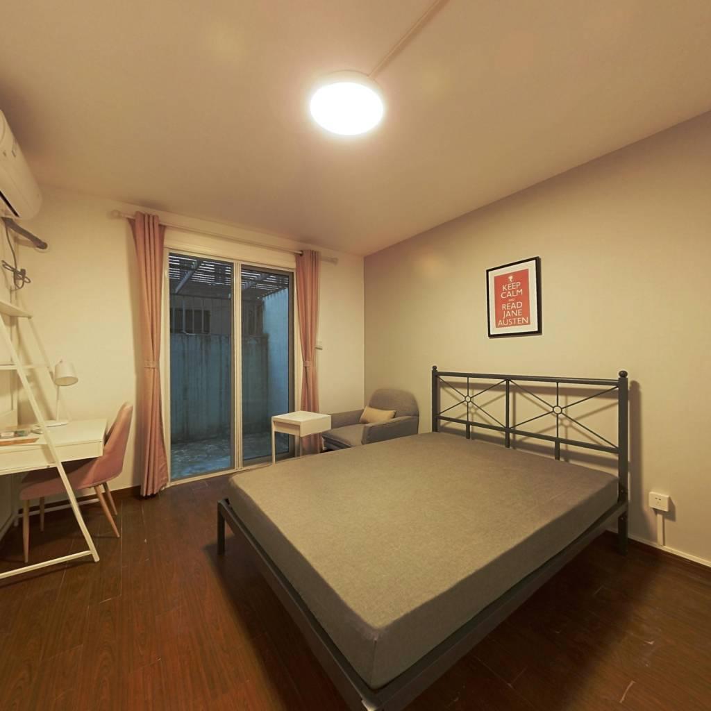 合租·金杨新村十一街坊 3室1厅 南卧室图