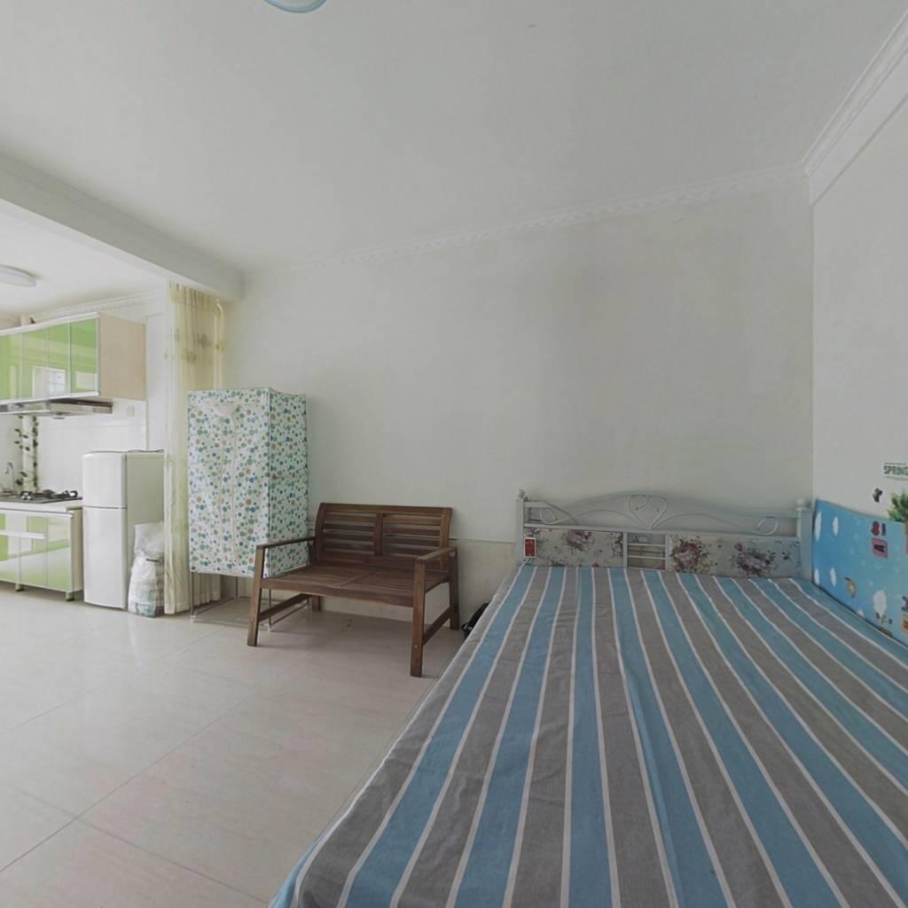 山海城42㎡精装1楼带院子,售价27万.