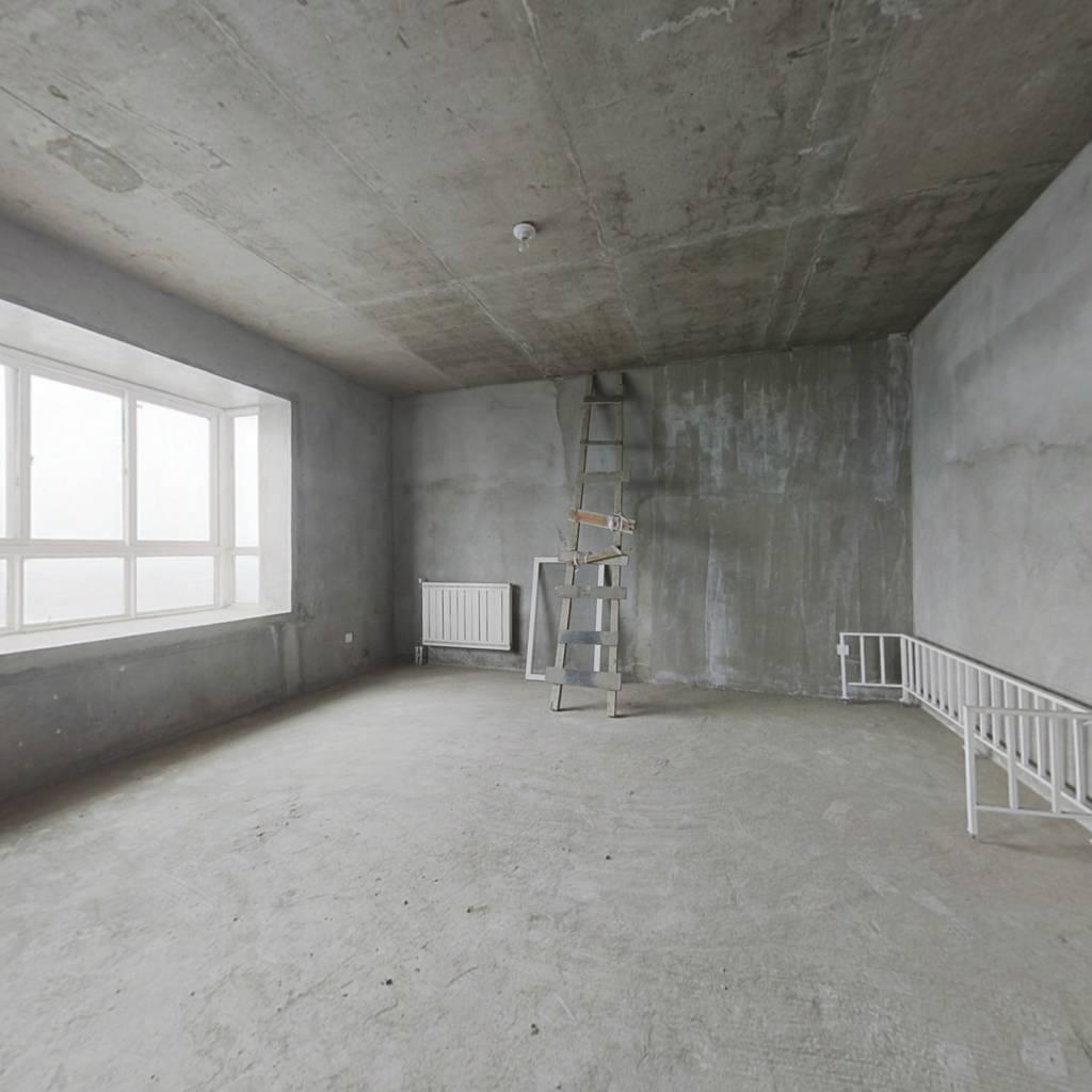 此房毛坯房真正的复式楼 南北通透采光好价钱能谈