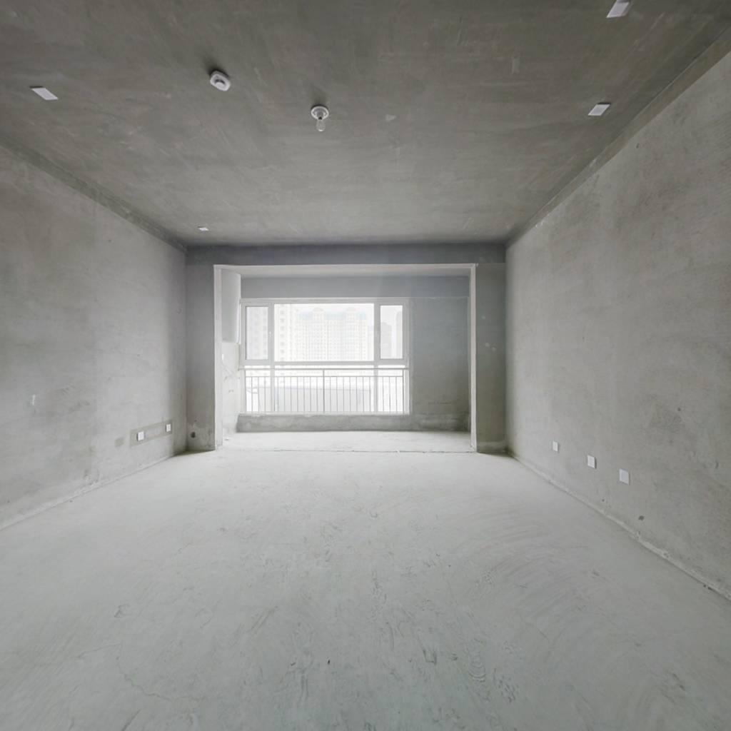 顶楼复式 ,电梯洋房,刚需改善户型,买到赚到。