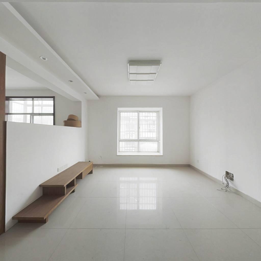 复式楼锑都家园,精装修,接受贷款