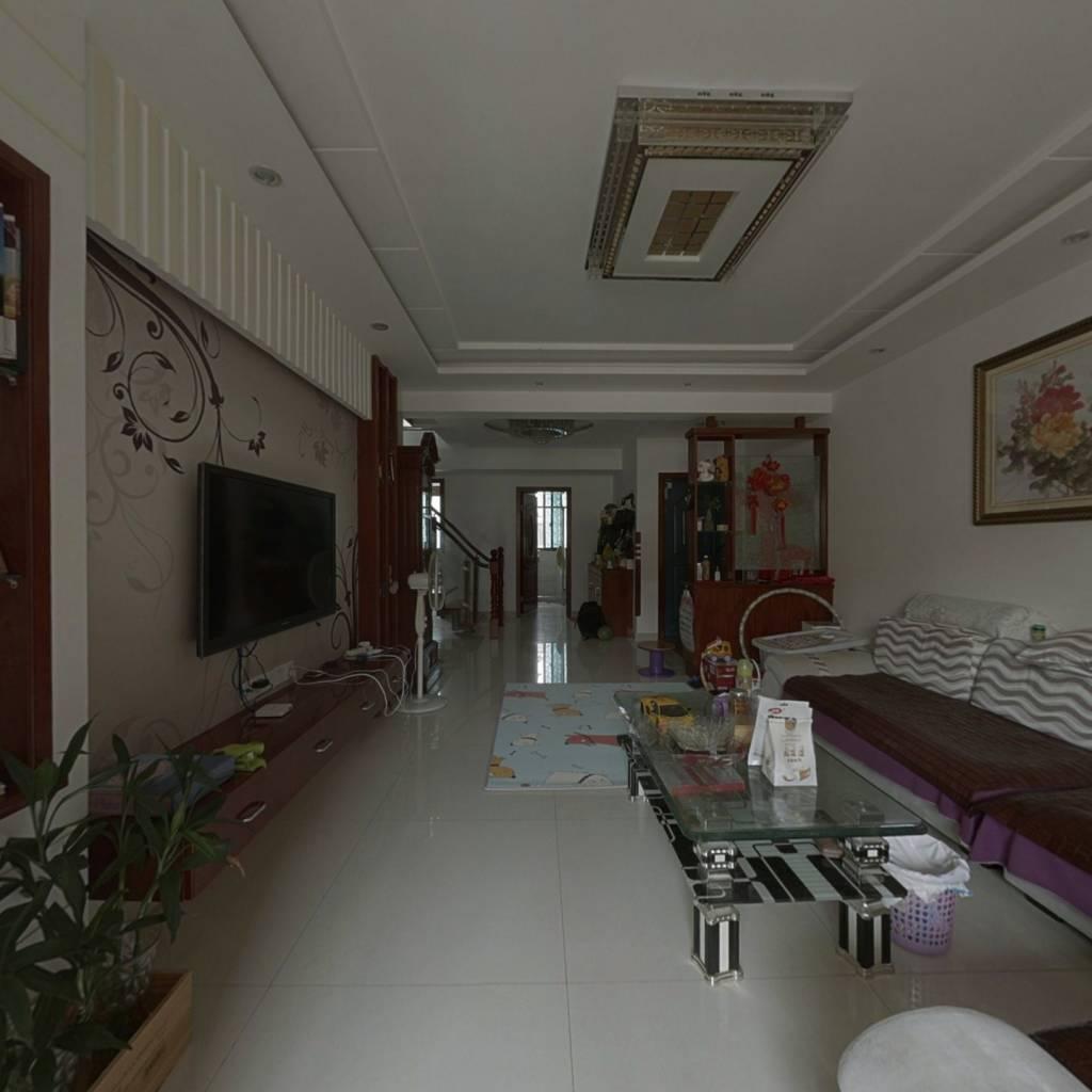 此房五房两厅洋房样式  精装家电全有 拎包入住