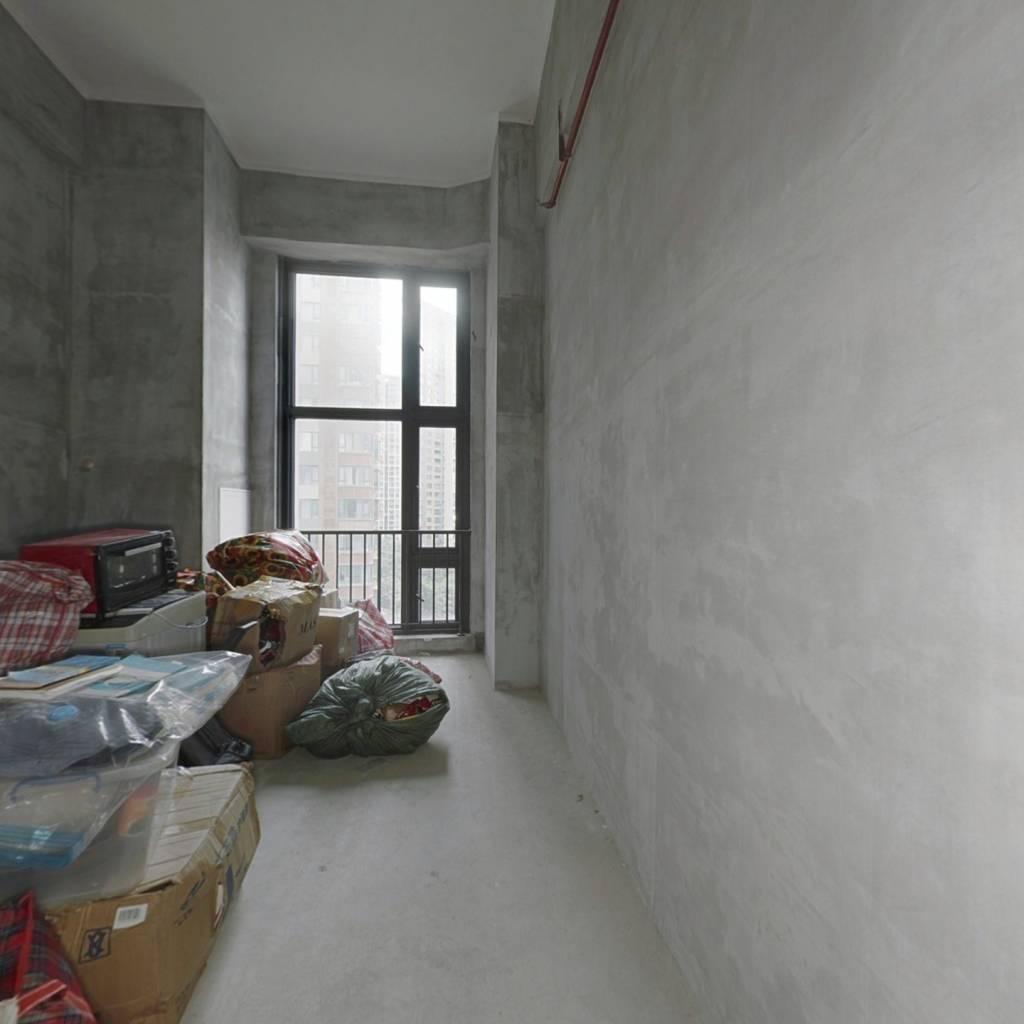 西海岸广场 37平方,挑高4.5米,看房方便