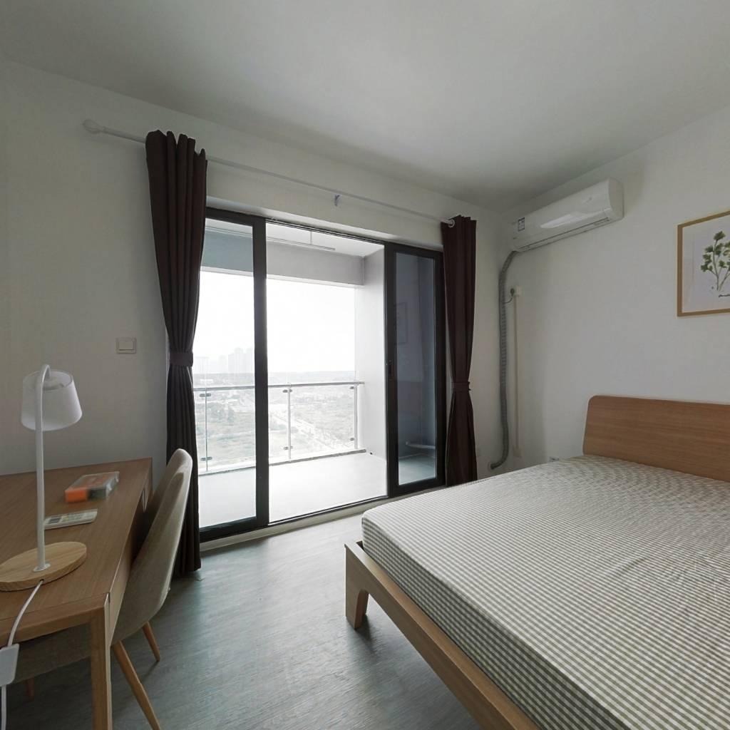合租·绿地中心云锦468 4室1厅 东北卧室图