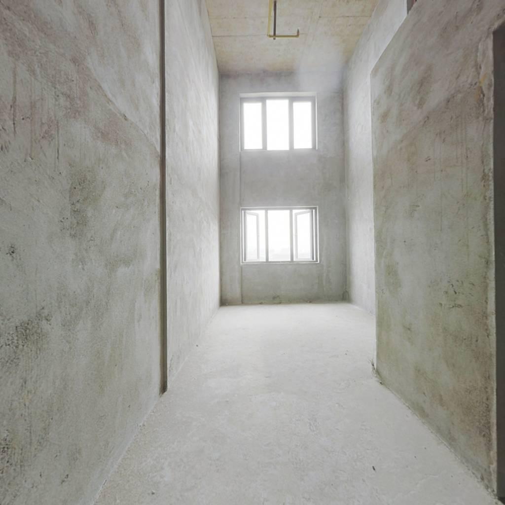 中间楼层采光充足。没有尾款过户方便。有钥匙随时看房