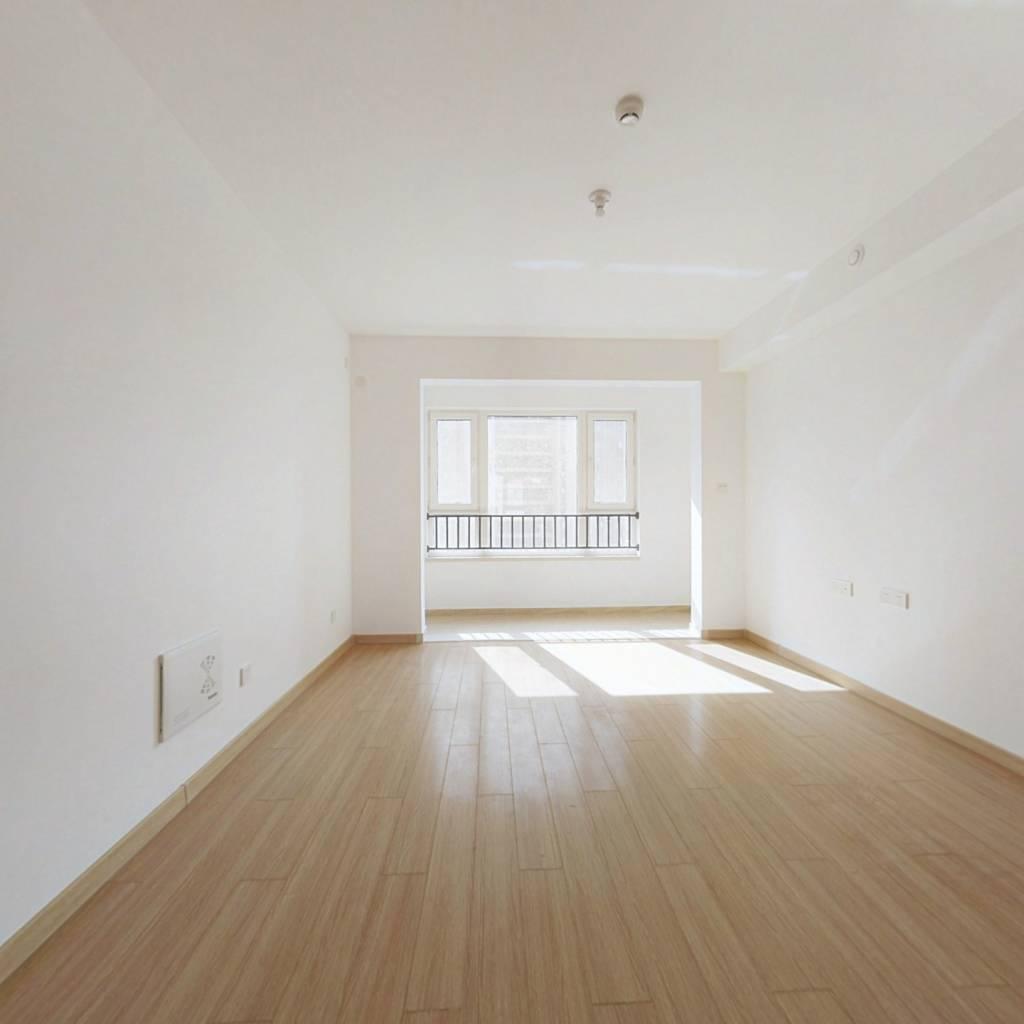 精装修 3室2厅 新房没有住过 带车位一起卖 价格可谈