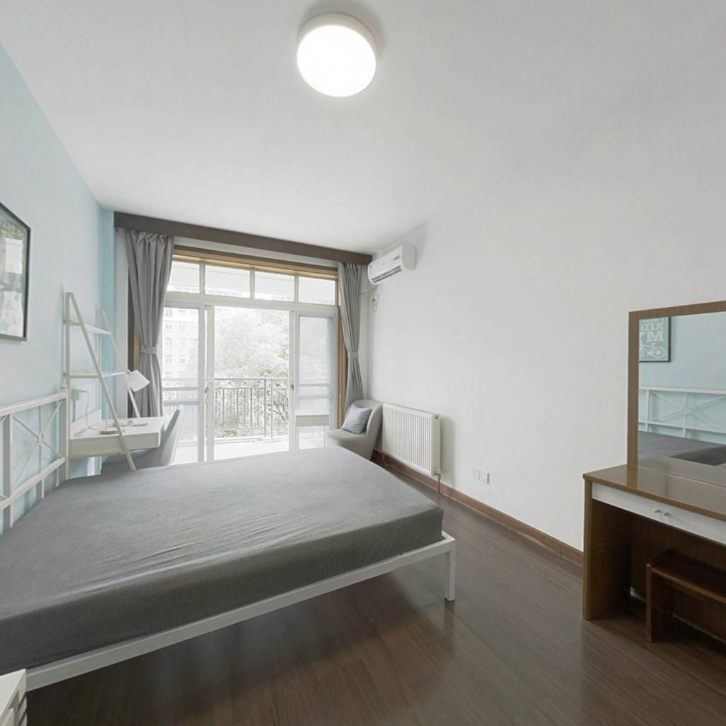 合租·航天花园 4室1厅 南卧室图
