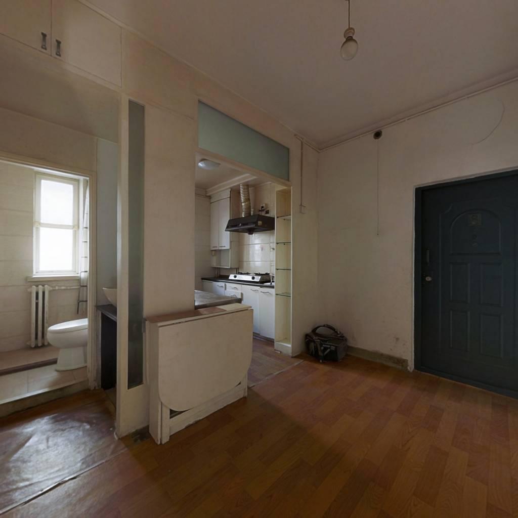 满五年公房南北通透中间楼层二居,产权清晰诚意出售