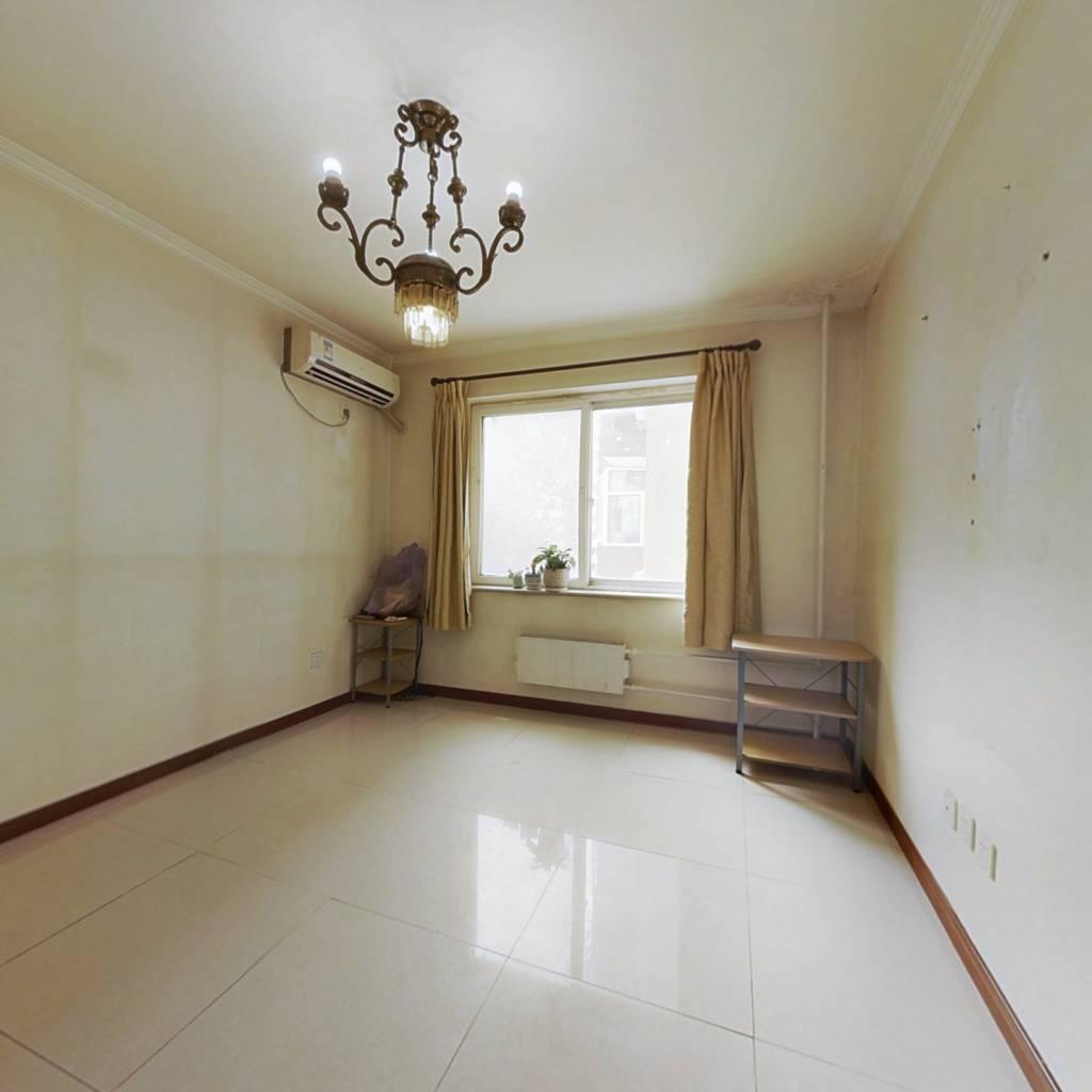 大客厅一居室,楼龄新,不临街,农业部宿舍,交通便利