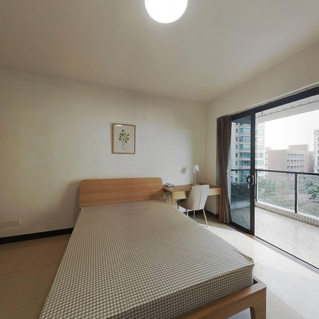 合租·嘉富广场 4室1厅 南卧室图