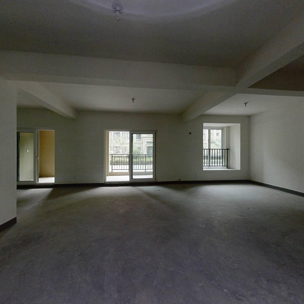 楼上143平楼下160平8开间朝南,总高5层,带庭院底墅