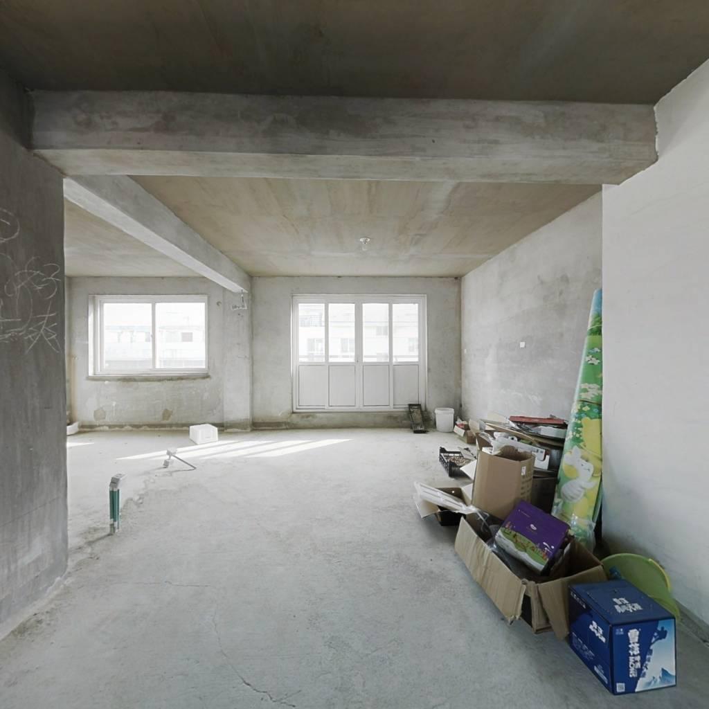 顶加阁楼,毛坯,5楼与阁楼是独立的两家。