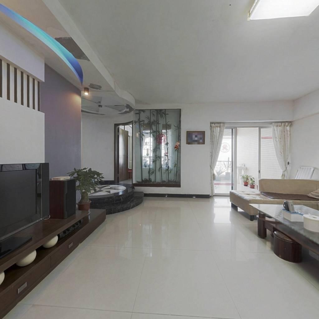 小区电梯洋房,交通便利,装修新净,价格实惠