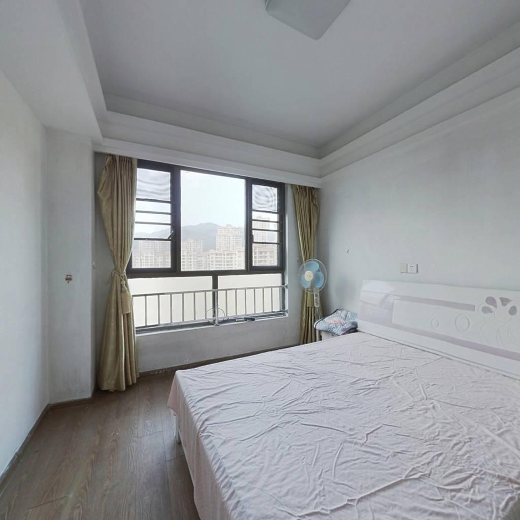贵安新天地单身公寓,高楼层,有视野.