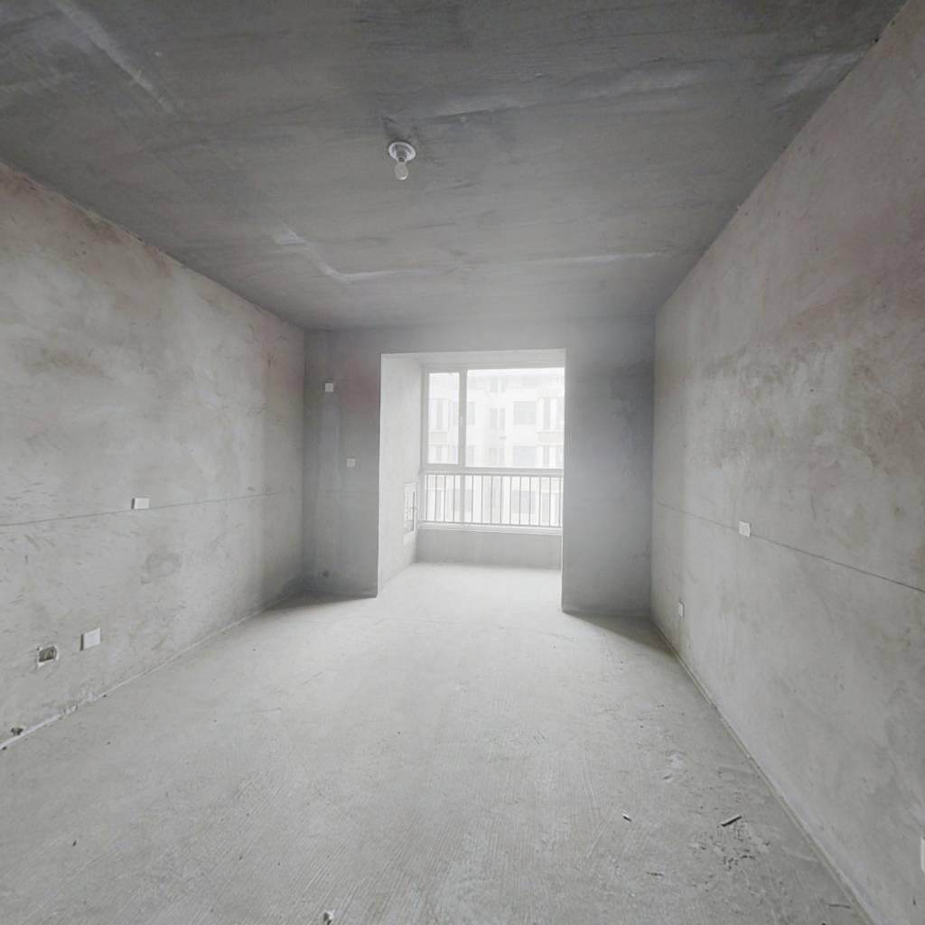 临近商业街的电梯一居室,采光超好