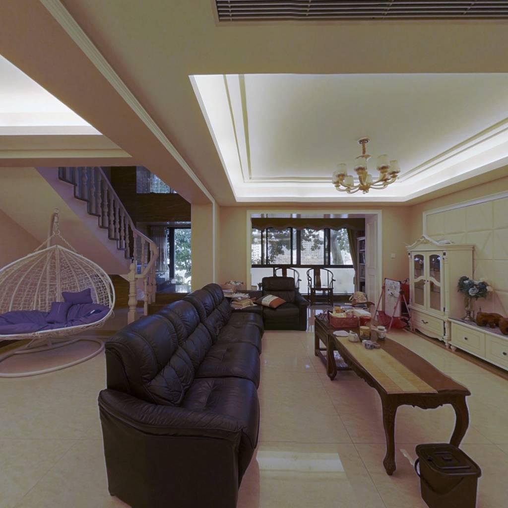 南湾国际  稀有户型 一楼复式  花园加二楼平台